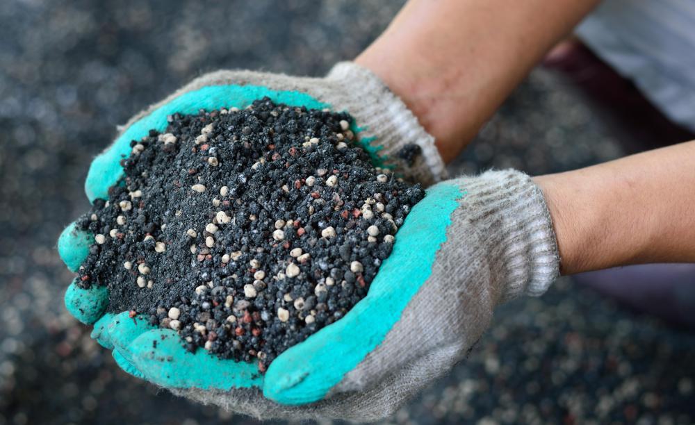 fertilizer-in-hands